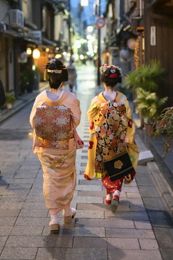 JAP1990AW Two Maiko walking together along a street in the Gion district in Kyoto, Japan