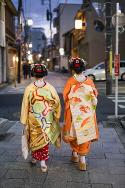 JAP1992AW Two Maiko walking together along a street in the Gion district in Kyoto, Japan