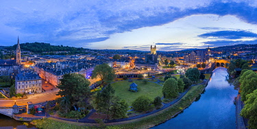 UK08542 Bath city center and River Avon, Somerset, England
