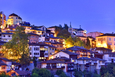 BUL413AWRF The old town, Varosha, of Veliko Tarnovo at dusk. Bulgaria