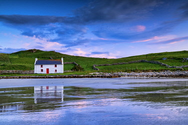 IRL1002AW Traditional Irish Cottage on a Beach, County Donegal, Ireland