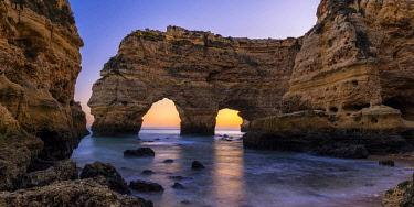 POR10764AW Double Arch, Praia de Marinha, Caramujeira, Lagoa, Algarve, Portugal
