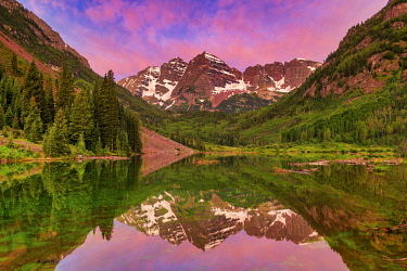 USA14699AW Maroon Bells Reflecting in Maroon Lake at Sunrise, near Aspen, Colorado, USA