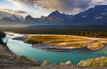 CN01YCH0004 Canada, Alberta, Jasper National Park. Athabasca River Valley at first light.