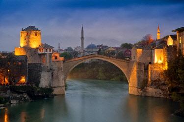 EU44BJY0000 Europe, Bosnia and Herzegovina, Mostar. Stari Most Bridge