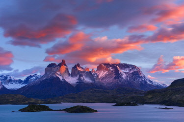 SA05YCH0006 Chile, Torres del Paine National Park. Sunrise over The Horns (Cuernos del Paine) and Lake Pehoe.