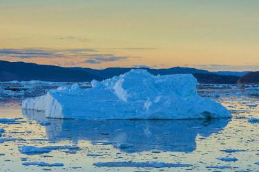 GR01IHO0272 Greenland. Eqip Sermia. Icebergs and brash ice.