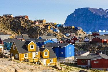 GR01IHO0303 Greenland. Uummannaq. Colorful houses dot the rocky landscape.
