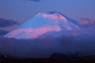 AU03DWA0710 Alpenglow on Mt. Ngauruhoe at sunset, Tongariro National Park, Central Plateau, North Island, New Zealand