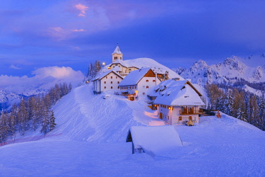 EU16BJY0456 Italy, Monte Lussari. Winter night at ski resort