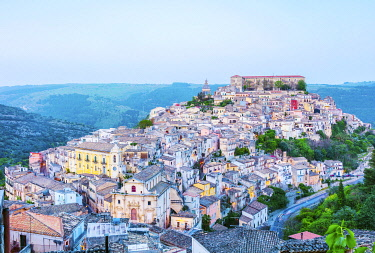 ITA14649 Italy. Sicily. Ragusa Ibla. Overview of historic town.