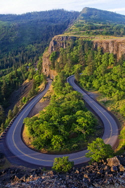 US38BJY1412 USA, Oregon, Columbia River Gorge. Hairpin curve on road