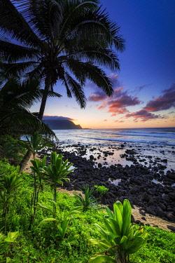 US12RBS0542 Sunset over the Na Pali Coast from Hideaways Beach, Princeville, Kauai, Hawaii, USA.