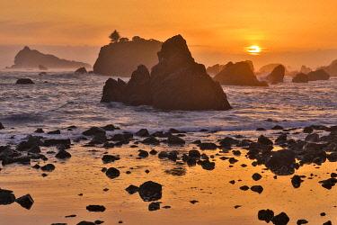 US05DGU0203 Sunset and sea stacks along the Northern California coastline, Crescent City