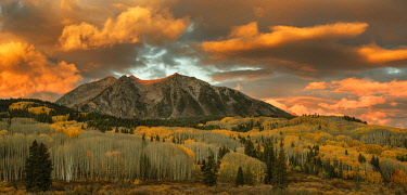 US06BJY1497 USA, Colorado, Gunnison National Forest. Sunrise on East Beckwith Mountain