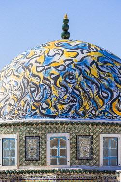 TU02128 Tunisia, Kairouan, Madina, Dome on the terrace roof of a cosmetic shop
