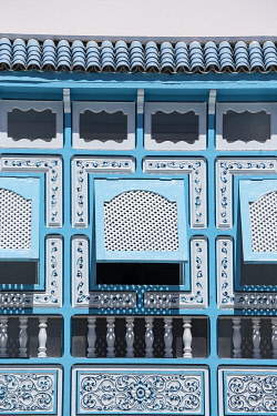 TU02165 Tunisia, Kairouan, Madina, decorative blue window, decorative