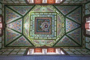 TU02186 Tunisia, Kairouan, Madina, Elaborate ceiling of carpet shop