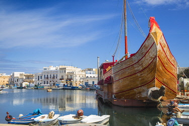 TU02234 Tunisia, Bizerte, The Old Port, Ship now Le Phenicien restaurant