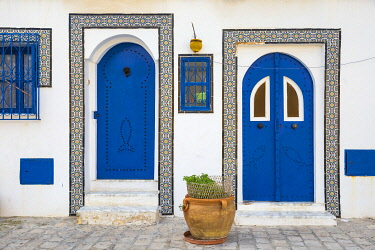 TU02255 Tunisia, Bizerte, Houses at the old port