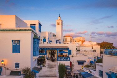 TU02278 Tunisia, Sidi Bou Said, View of Cafe El Alia and Sidi Bou Said Mosque