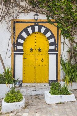 TU02286 Tunisia, Picturesque whitewashed village of  Sidi Bou Said, Yellow door