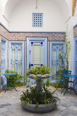 TU02312 Tunisia, Picturesque whitewashed village of  Sidi Bou Said, Courtyard at Hotel Dar Said