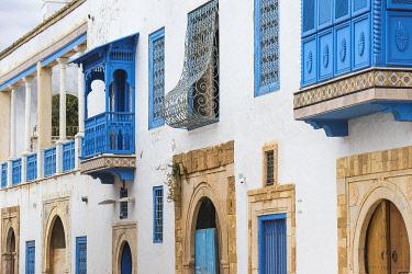 TU02335 Tunisia, Main street in the Picturesque whitewashed village of Sidi Bou Said
