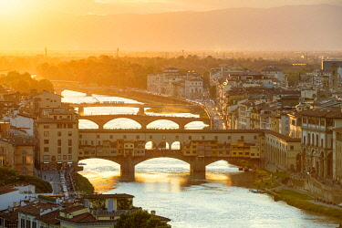 ITA14763AWRF Ponte Vecchio on the Arno river and buildings in the old town at sunset, Florence (Firenze), Tuscany, Italy, Europe.