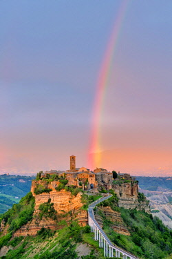ITA14674AW Rainbow over Civita di Bagnoregio at sunset, Bagnoregio, Lazio, Italy, Europe.
