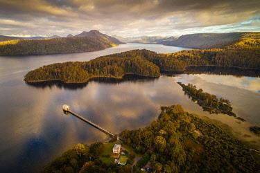 AUS3370AW Pumphouse Point and Lake St Clair. Cradle Mountain National Park, Derwent Valley, Tasmania, Australia