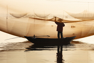 VIT1748AW Fisherman working on the nets at sunrise, Thu Bon River, Quang Nam Province, Vietnam