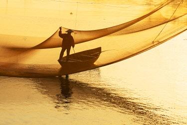 VIT1761AW Fisherman working on the nets at sunrise, Thu Bon River, Quang Nam Province, Vietnam