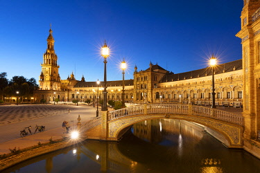 SPA9553AW Plaza de Espana illuminated at night, Seville, Andalusia, Spain