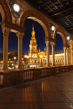 SPA9554AW Plaza de Espana illuminated at night, Seville, Andalusia, Spain