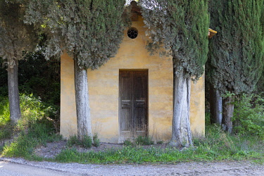 ITA14813AW A chapel with cypress trees, Lucignano d' Asso, Tuscany, Italy