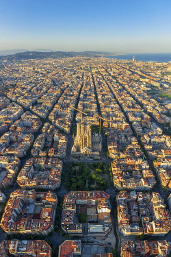 ES258RF Spain, Catalunya, Barcelona, Aerial view of Eixample district and Sagrada Familia Cathedral