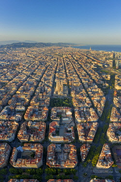 ES259RF Spain, Catalunya, Barcelona, Aerial view of Eixample district and Sagrada Familia Cathedral