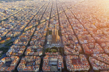 ES02361 Spain, Catalunya, Barcelona, Aerial view of Eixample district and Sagrada Familia Cathedral