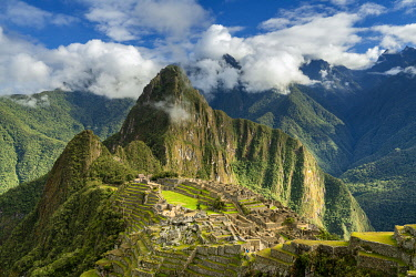 PER34389AWRF Historic ancient archeological Incan Machu Picchu on mountain in Andes, Cuzco Region, Peru