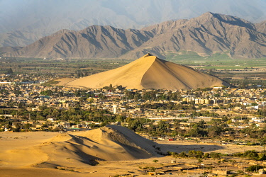 PER34338AW City of Ica viewed from dune at Huacachina against mountains, Ica Region, Peru