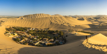 PER34340AW Tourists hiking up the dune near Huacachina Oasis before sunset, Ica Region, Peru