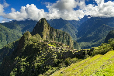 PER34363AW High angle view of historic Incan Machu Picchu on mountain in Andes, Cuzco Region, Peru