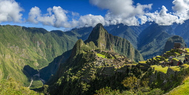 PER34365AW Historic Incan Machu Picchu on mountain in Andes, Cuzco Region, Peru