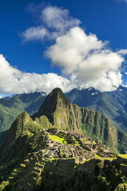 PER34366AW Historic ancient Incan Machu Picchu on mountain in Andes, Cuzco Region, Peru