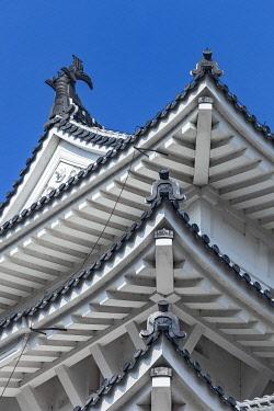 JAP2059 Architectural roof detail of Himeji Castle, Kitayashiro, Kitayashiro, Hyogo Ken, Japan.