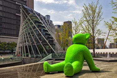 JAP2063 Teddy Bear Sculpture in Umekita Plaza, Umeda, Shibata, Osaka Fu, Japan.