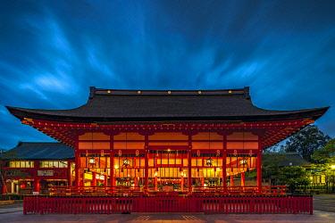 JAP2081 Fushimiinari Shrine Gehaiden in  the Shinto Fushimi Inari Taisha Shrine at twilight, Fukakusa, Shimoseya, Kyoto Fu, Japan.