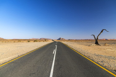 NAM6649AW Paved road, Namib-Naukluft National Park, Sesriem, Namibia