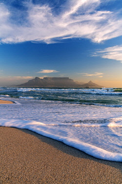 SAF7634AW Bloubergstrand beach with Table Mountain in the background,  Cape Town, Western Cape, South Africa